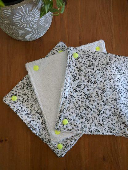Essuie-tout lavable petites fleurs noires et grises